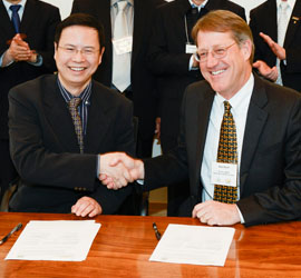 Kang Tu, Associate Dean, College of Food Science and Technology, Nanjing Agricultural University, and Rob Atwill, Director, WIFSS
